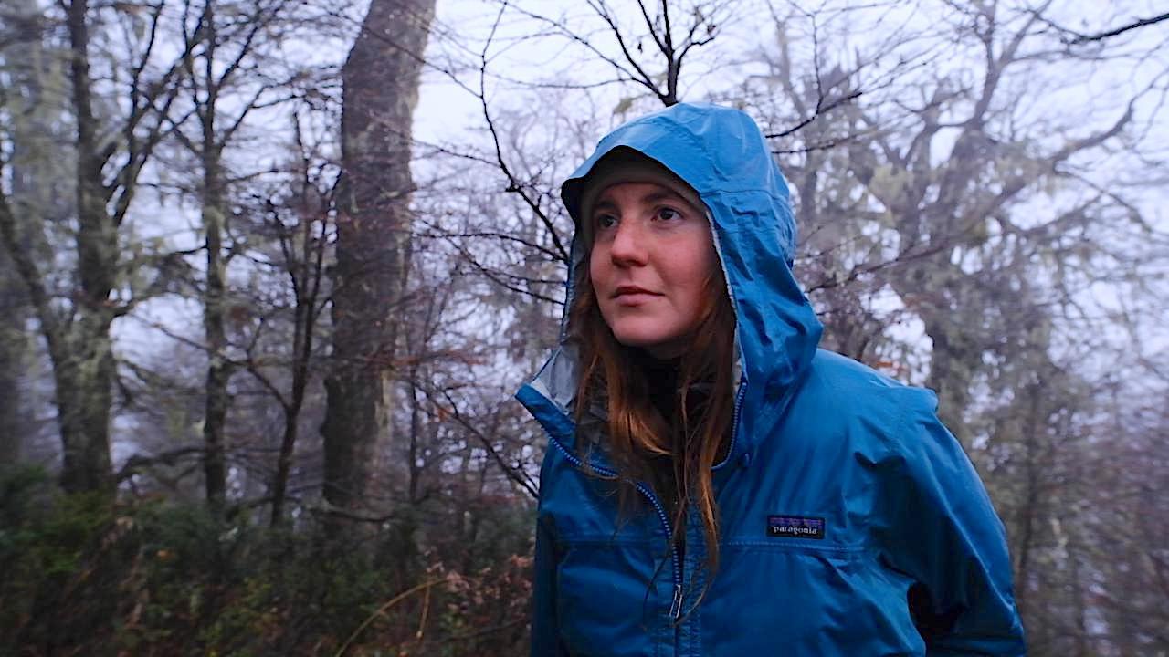 Agustina es bióloga, montañista y coordinadora de Plantando Patagonia. | FOTO: Diego Mendizábal